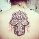 Tatuajes Mano de Fátima con Elefantes