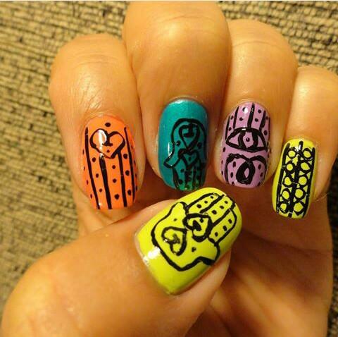 mano de fátima uñas